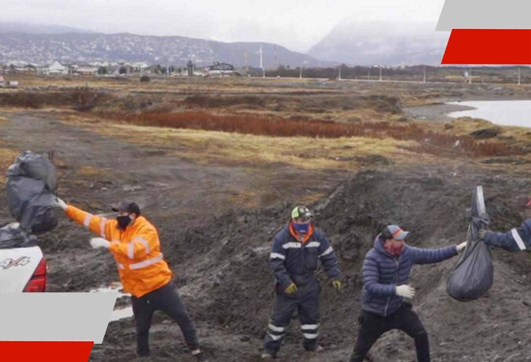 Arrojan escombros en la costa deUshuaia