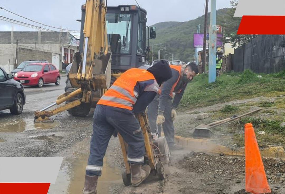 Continúan los trabajos de bacheo y repavimentación en la Avenida Alem deUshuaia