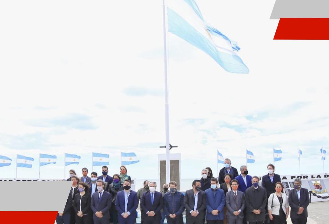 El Presidente visitó, junto al Intendente Martín Perez, el monumento a los Héroes deMalvinas